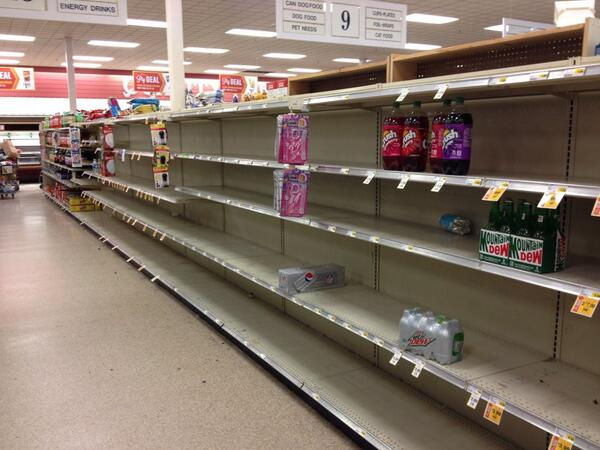Soda isle at #PigglyWiggly 1/2 off sale as of noon. http://twitter.com/BCmeansBigCity/status/384712615194537984/photo/1