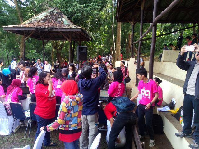 H1: Registrasi peserta di Hutan Kota Babakan Siliwangi