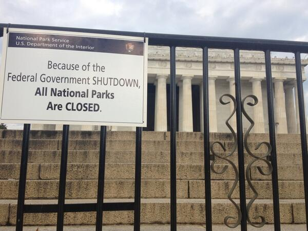 read the signs: #governmentshutdown closes #lincolnmemorial, cripples Nation? @wusa9 http://twitter.com/9NewsDelia/status/385014029552734208/photo/1