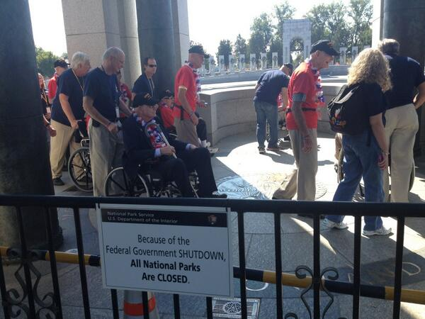 WWII Memorial has shutdown signs at some entrances, but Mississippi honor flight walking through memorial http://twitter.com/AllisonPrang/status/385067680970993665/photo/1