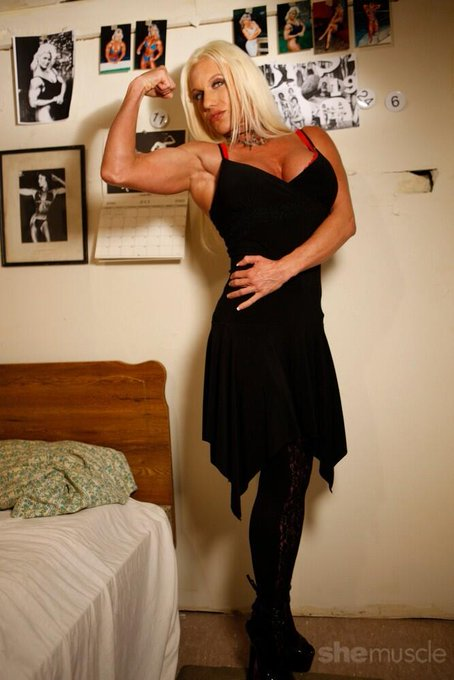 RT @shemuscle: #femalemuscle #girlswithmuscles #bodybuilding #FemaleMuscleNetwork @Ashlee_Chambers getting