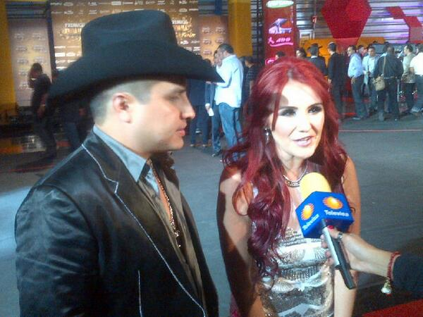 Dulce Maria. [9] - Page 40 BVinF_2CEAE8w1T