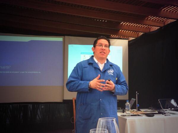 Las tic transformando la educación, lanzamiento de tabletas #Intel para Ecuador @intel_la http://twitter.com/canaltec/status/385828748224110592/photo/1