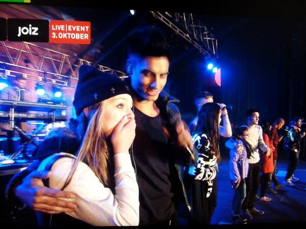 .@TheWanted holen Fans auf die Bühne! LIVE auf: joiz.de/onair!   #joizkaraoke #cokefestival #thewanted #joiz http://twitter.com/joizde/status/385858503572611072/photo/1