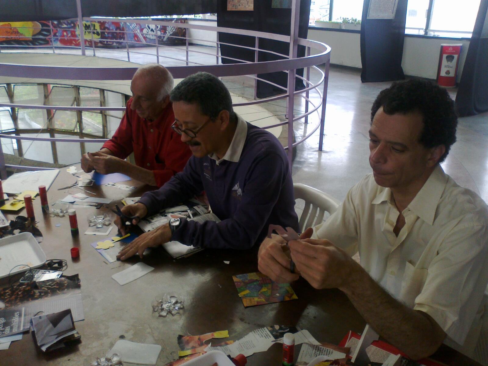 @artenomovimento Que legal! Rico Mader visitou a exposição na galeria e participou da oficina da parte da manhã http://t.co/VuhFQu1Hz5