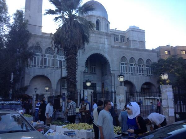 Mosque, apples. Khalid Ibn al-Waleed Street, Damascus, Syria. http://twitter.com/ABarnardNYT/status/386213968877862913/photo/1