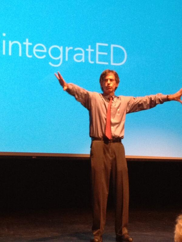 Alfie Kohn on stage in storytelling mode in his keynote at #isf13 http://twitter.com/CohenD/status/386314640432435202/photo/1