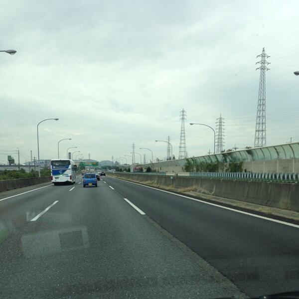 甲子園へむかってます!京都は曇りですが甲子園はどうかな?先日桧山さんの「俺!超晴れ男やし」との言葉を進次郎(*_*) http://t.co/jCr5JksDcC