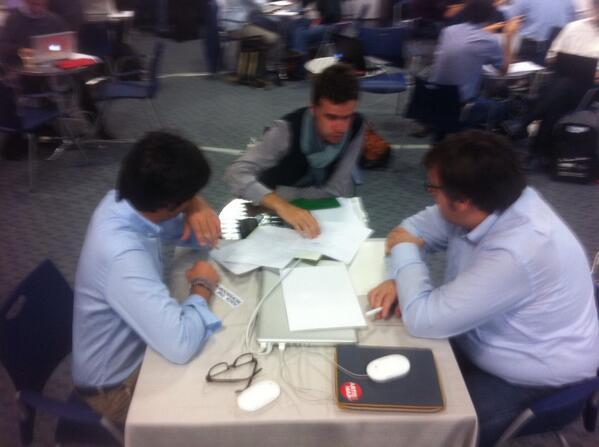 """""""@tedeschini: La squadra di @la_stampa agli hackdays di Roma #editorslab http://twitter.com/tedeschini/status/386418888361377792/photo/1"""" daje @gabrielemartini"""