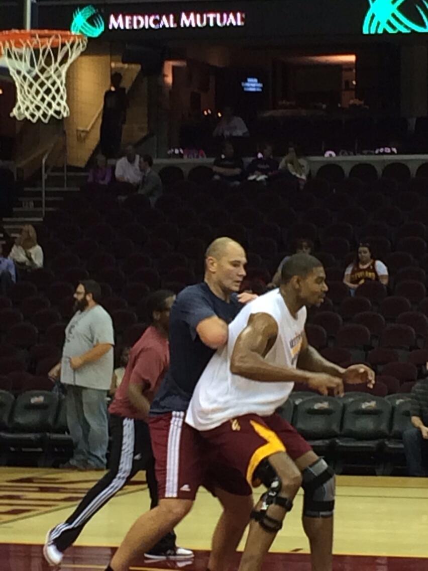 Andrew Bynum doing basketball activities?!   (@WayneEmbrysKids   Twitter)