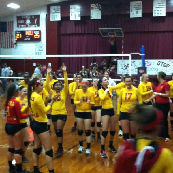 MHS Red Devils Volleyball - 2013-14 SIRR Conference Champs!<br>http://pic.twitter.com/cuzaSJbCQd