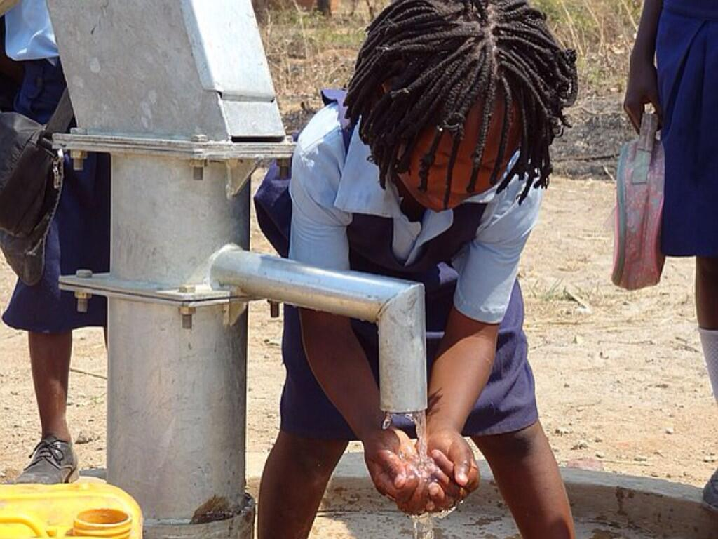 Twitter / FairWaterAfrica: 150.001 broken pumps in #Africa, ...