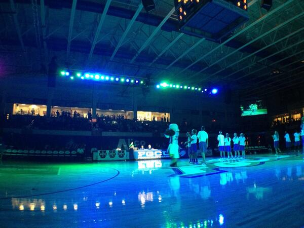 #DunkCityAfterDark isn't a total blackout. Green & blue stage lighting sets the mood. http://twitter.com/D_Breitenstein/status/391378861994553344/photo/1