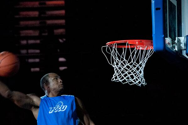 The REAL #DunkCity #FGCU #DunkCityAfterDark #MidnightMadness http://twitter.com/DunkCityFL/status/391392743999541250/photo/1