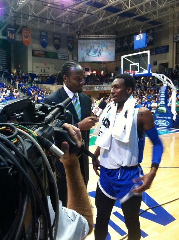 Bernard Thompson getting some face time on @ESPNCBB halfway through the #DunkCityAfterDark scrimmage http://twitter.com/FGCU_MBB/status/391397846211379201/photo/1