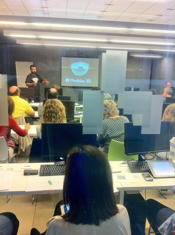 @cpoyatos presentando Realidad Aumentada @citafgsr @aulablog #citaRA CC @mrtsantiso @jfrutoses @yalocin http://twitter.com/carloslmorante/status/391479977033859072/photo/1