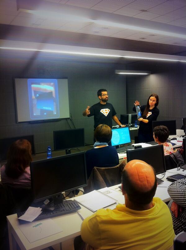 El logo de @aulablog aumentado. @cpoyatos @citafgsr CC @mrtsantiso @yalocin @jfrutoses #citaRA http://twitter.com/carloslmorante/status/391486615690158081/photo/1