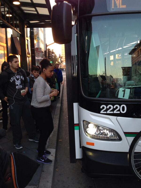 #BARTStrike = LONG #ACTransit lines & PACKED Buses to SF. http://twitter.com/NickSmithABC7/status/391574006727319552/photo/1