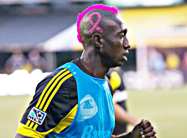 BWAFGt5IAAAKL4T Columbus Crews Dominic Oduro shaves a pink mohawk and ribbon into his head for Breast Cancer Awareness