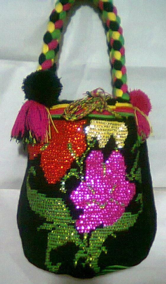 decoracion de mochilas wayuu