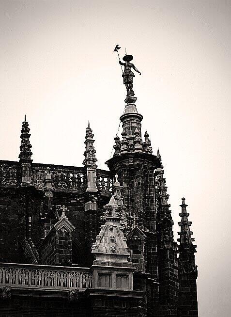 Pedro Mato, el arriero que vigila #Astorga  desde lo alto también lo dice: la de Astorga es #lamejorcatedraldeEspaña http://twitter.com/AstorgaSilvia/status/387665345882120193/photo/1