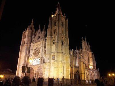 #lamejorCatedralDeEspaña sin duda la de #leonesp..vamos no tiene comparacion!! http://twitter.com/leonesa11/status/387683328721448960/photo/1