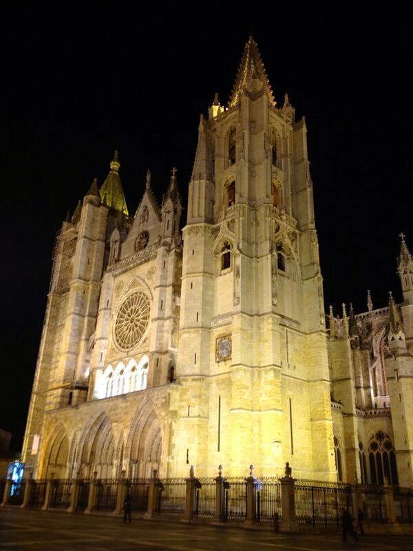 Sin Ninguna duda #leonesp  la mejor con diferencia!!!!  #lamejorcatedraldeEspaña http://twitter.com/BeaCaL/status/387706371216777216/photo/1