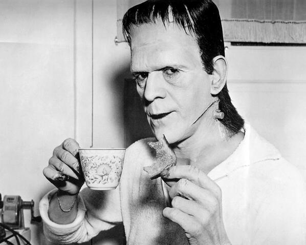"MOVIE PHOTOS on Twitter: ""BORIS KARLOFF: eating toast and drinking tea on  the set of FRANKENSTEIN ~ USA 1931. #movies #hollywood #Karloff #film  http://t.co/3awD1TU6qb"""