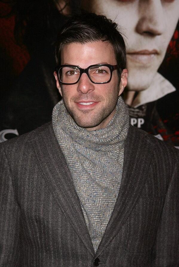 ザックのメガネはたくさんあるけど、これは服装髪型表情そしてメガネ、全てが バランス良い!わたしの中でここ最近のヒット。 海外俳優メガネベストドレッサー