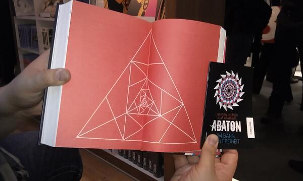 """ Da macht jemand unser Buch..."" #Fbm13 #abaton http://twitter.com/SeedofUnison/status/388675567408926720/photo/1"