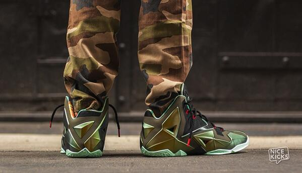 """finest selection 59d67 58318 Cop RT"""" nicekicks  An on-foot look at the Nike LeBron 11"""