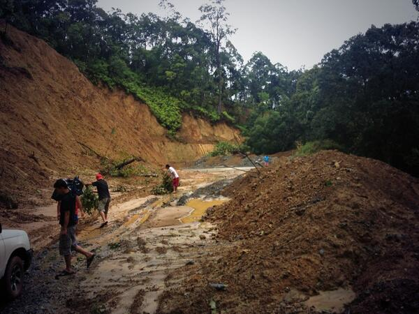 Baler-Bongabon Rd is not passable due to landslide and uprooted trees. @solartvnews http://twitter.com/gergcahiles/status/388948662899851264/photo/1