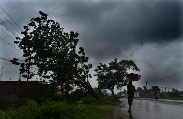 INDIA: IN THE PATH OF TROPICAL CYCLONE PHAILIN  | weehingthong