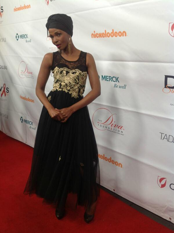 #Divas23 red carpet: @simphiwedana http://twitter.com/DivasSimplySing/status/389322028831866880/photo/1