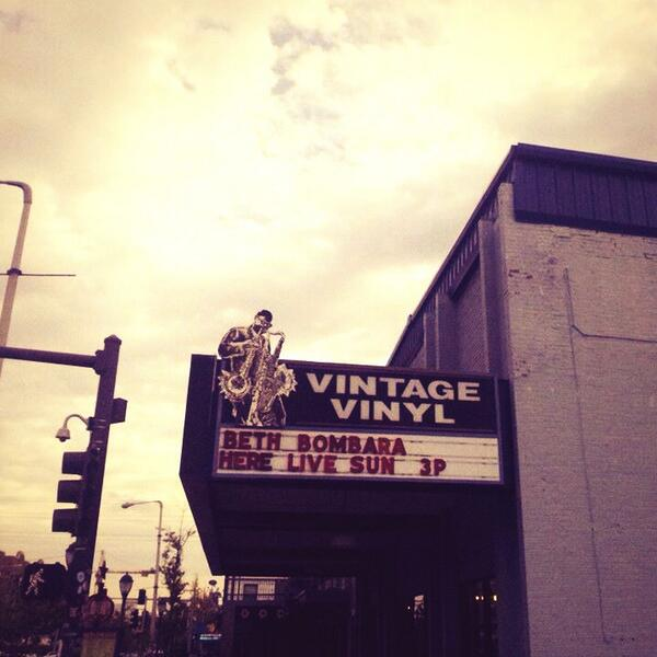 Free beer and music today at Vintage Vinyl in #STL Please Retweet :) http://t.co/5PFr55eNIe