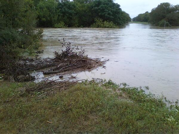 @KXAN_Weather Onion Creek near E Wm Cannon, about 2 hours ago http://twitter.com/GinATX56/status/389488812583182336/photo/1