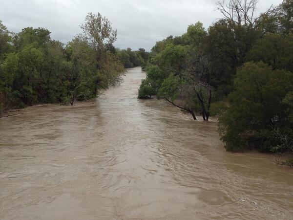 Onion Creek flooding at William Cannon. #flooding http://twitter.com/RalphBarrera/status/389435147906338817/photo/1