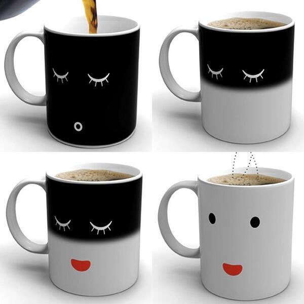熱いコーヒーを注ぐと目を覚ますマグカップ