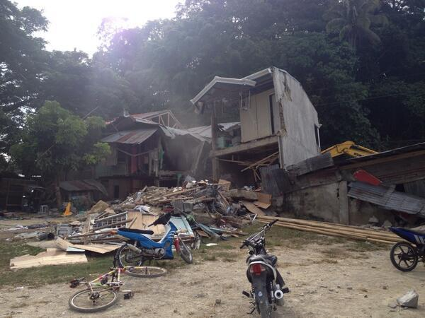 #VisayasQuake Locals say 1 died in this house in Sagbayan, Bohol | via @tokyodrastic http://twitter.com/TheFreemanNews/status/390012834274222080/photo/1