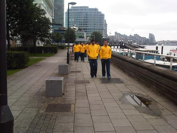 Check out the boys going for a morning walk in London before they face Canada. #AUSvCAN #GoSocceroos http://twitter.com/Socceroos/status/390082380024647681/photo/1