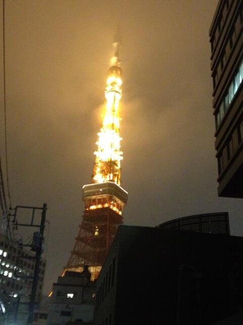 まずい。力が、あの塔に・・・集まってやがる・・・!!