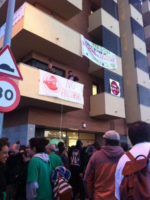 Rt @Pah_Rubi: #SayonaraSareb, cada minuto q pasa somos más x defender el #BlocSalt somos #impharables si se puede.... http://twitter.com/Pah_Rubi/status/390355226898997248/photo/1