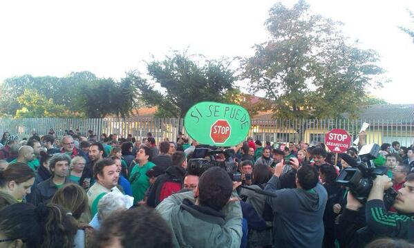 .@LA_PAH #TriunfodelaResistencia #StopViolacionesdeDDHH El TEDH detiene desalojo de #BlocSalt  #SayonaraSareb http://twitter.com/lolipeich/status/390365448015196160/photo/1