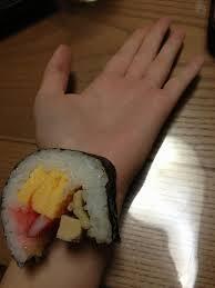 ちょぉ大好きだったのに、ゥチのことゎもぅどぉでもぃぃんだって。どぉせゥチゎ遊ばれてたってコト、ぃま手首から恵方巻き生えてきた。食べた。ぉぃしぃ。pic.twitter.com/