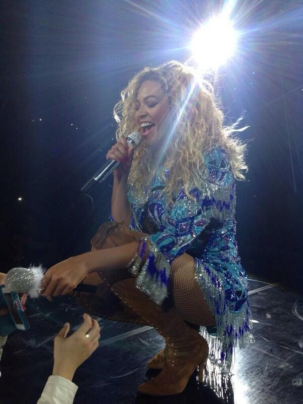 Beyonce concert2 tonight! I get to witness the Queen perform so dam excited! @1stanwalker hitting the opening! http://t.co/AlmD0Xuts8