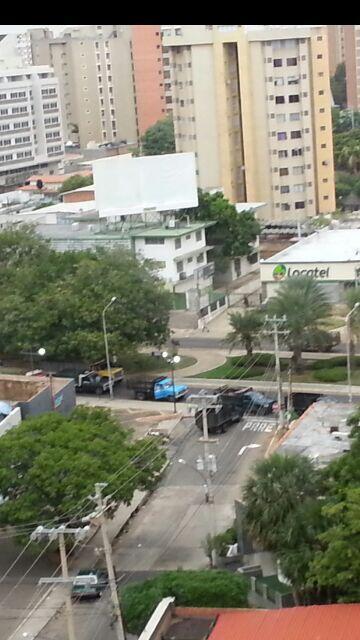 Venezuela alverres!! Bachaqueros protestando!! Estamos en Maracaibo. http://twitter.com/vari46/status/390805233187946497/photo/1