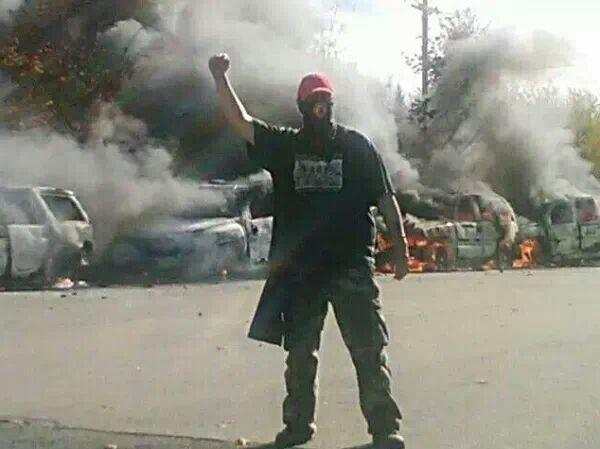 17-10-13 #Canada - Police cars torched after police attack during Anti-Fracking protest. #mikmaqblockade #IdleNoMore http://twitter.com/syndicalisms/status/390964368185516032/photo/1