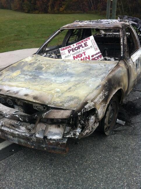 What's left of one of the police cars at the anti #fracking blockade in #Rexton NB http://twitter.com/Osmich/status/390917790875406336/photo/1