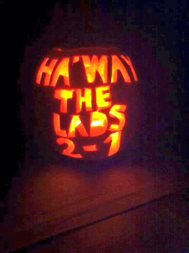 A Sunderland fan uses his pumpkin to troll Newcastle after they beat them 2 1 [Picture]