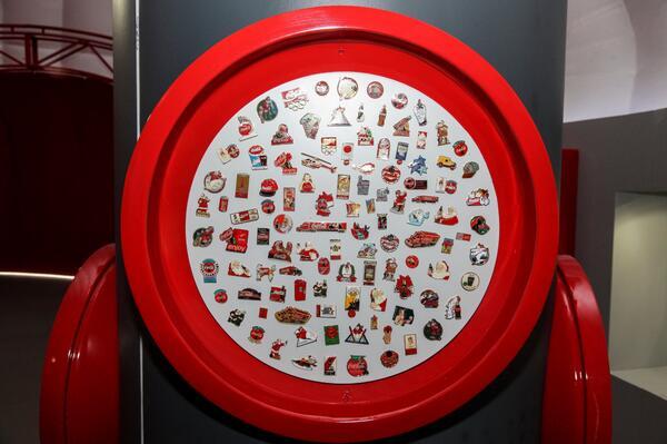 Bugüne kadar tasarlanan tüm Coca-Cola magnetleri, senin için Coca-Cola Dünyası'nda bir arada. #bidünyamutluluk http://t.co/YrUDUEKcan